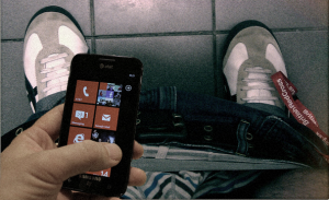 3846_lo-smartphone-alla-toilette-pessima-idea